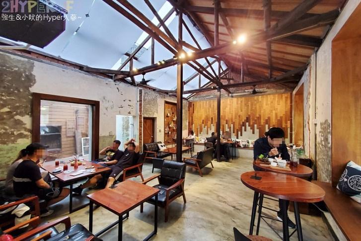 49646880972 7eb86fd4fb c - 以老宅改建成網美系玻璃屋的堅果小巷,店內還有挑高彩繪牆、早午餐也好吃!