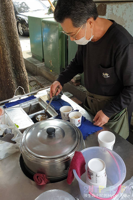 49699979978 45c12c281e c - 在一隻大陽傘下賣的傳統花生豆花,台銀豆花只有一種口味而且一賣就是80年!