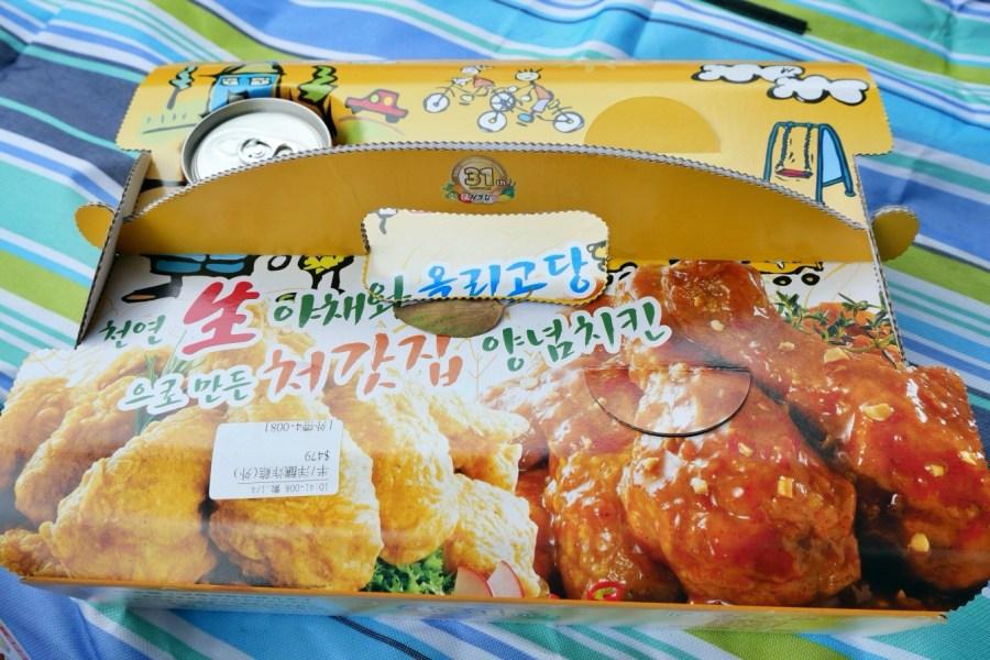 [桃園美食]『Cheogajip(처갓집)起家雞』.桃園藝文店 韓式炸雞外帶/外送店~帶著炸雞野餐去 @VIVIYU小世界