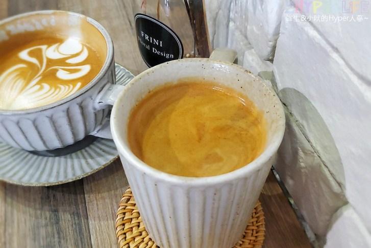 49858589213 b8ddaecf20 c - 是咖啡館也是攝影棚的Frini Café,裡頭還有美美花藝空間,用餐不限時呦~