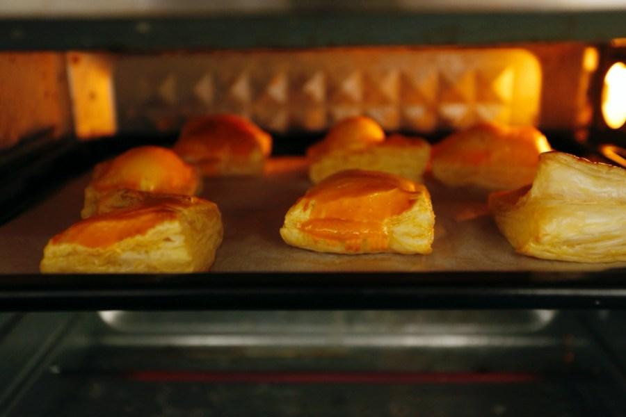 [烹飪]酥皮湯圓|簡單動手做料理~烤箱就能輕鬆做出流沙爆漿口感.內餡可任意自由變化 @VIVIYU小世界