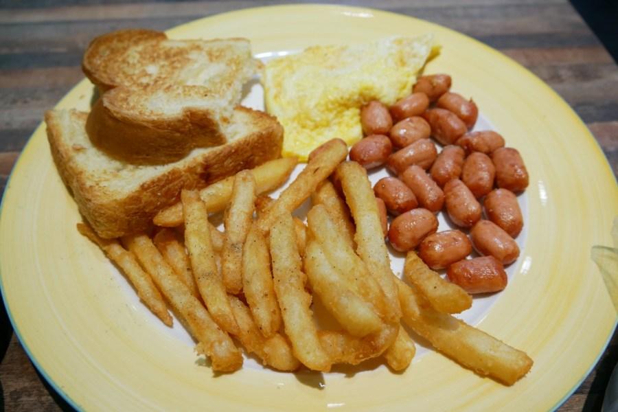 [大溪美食]初早餐吧|芋泥珍珠厚片~滿滿的珍珠鮮奶油渲洩而下.創意早餐銅板美食 @VIVIYU小世界