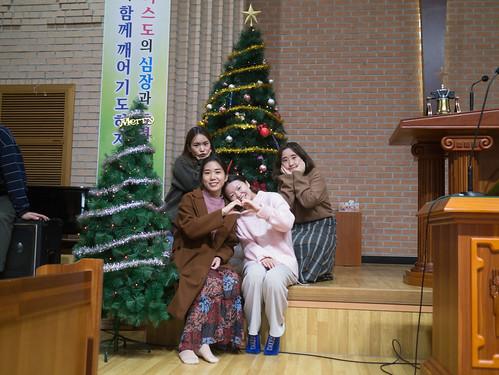 Decorating Christmas Tree_MDY_191124_21
