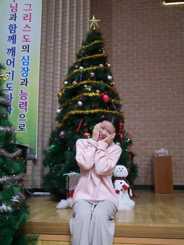 Decorating Christmas Tree_MDY_191124_18