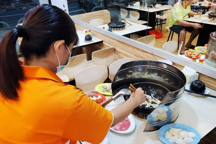 50297246717 3cd557c040 c - 想吃什麼火鍋料自己動手拿,橙石自助石頭火鍋搭配麻油現炒的鍋底讓湯頭更有味道!