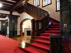 二階へ続く大階段