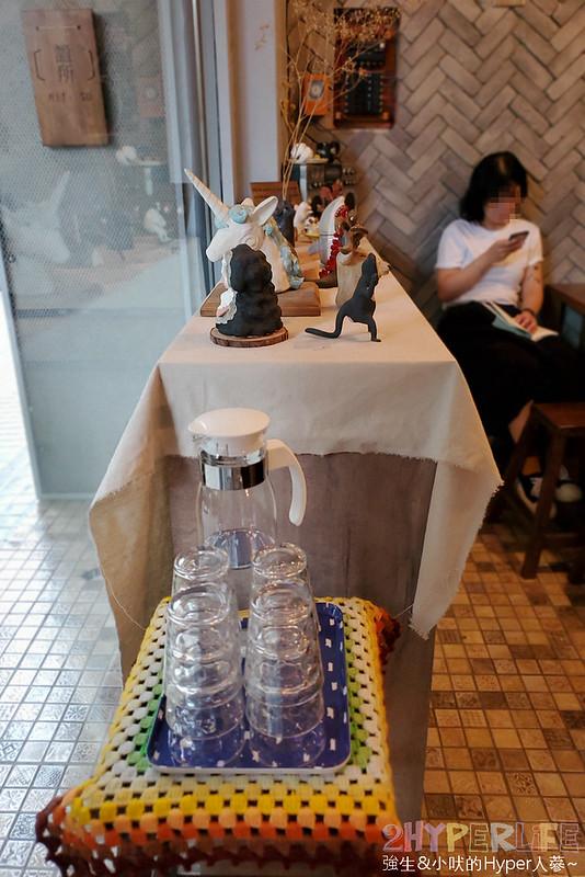 50350593878 cf6af2f9b9 c - 僻靜巷弄裡的低調咖啡館,謐所的咖啡甜點表現都不錯,型男老闆手作逗趣陶藝品也很逗趣喔!
