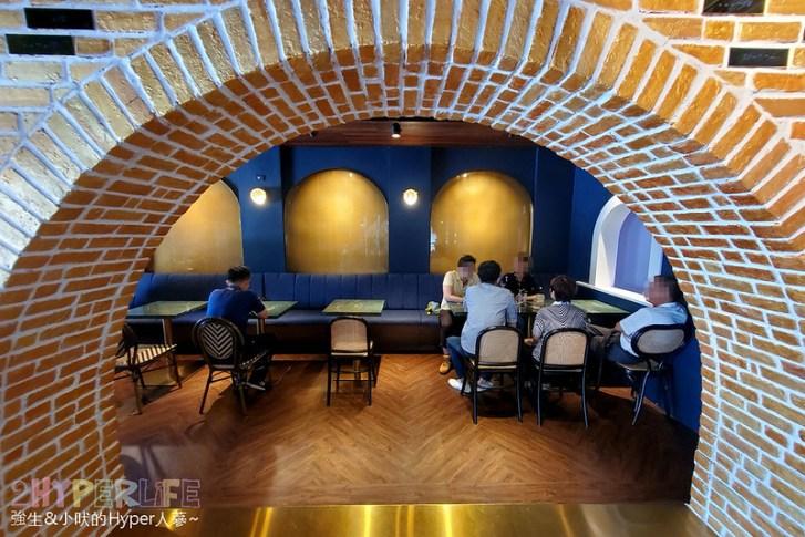50593858197 05f00f7e66 c - 美術館附近不限時咖啡廳,喝個咖啡好像有特務隨時會出現,店內還有超大撞球桌和挑高包廂~