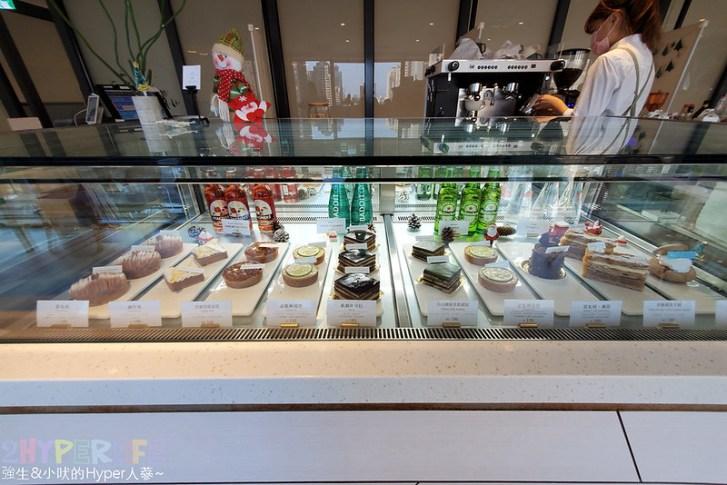 50637774691 3830d8b7a4 c - 在有著最美窗景的咖啡館裡吃珍奶鬆餅太享受!走出堁夏咖啡就是台中歌劇院的空中花園~