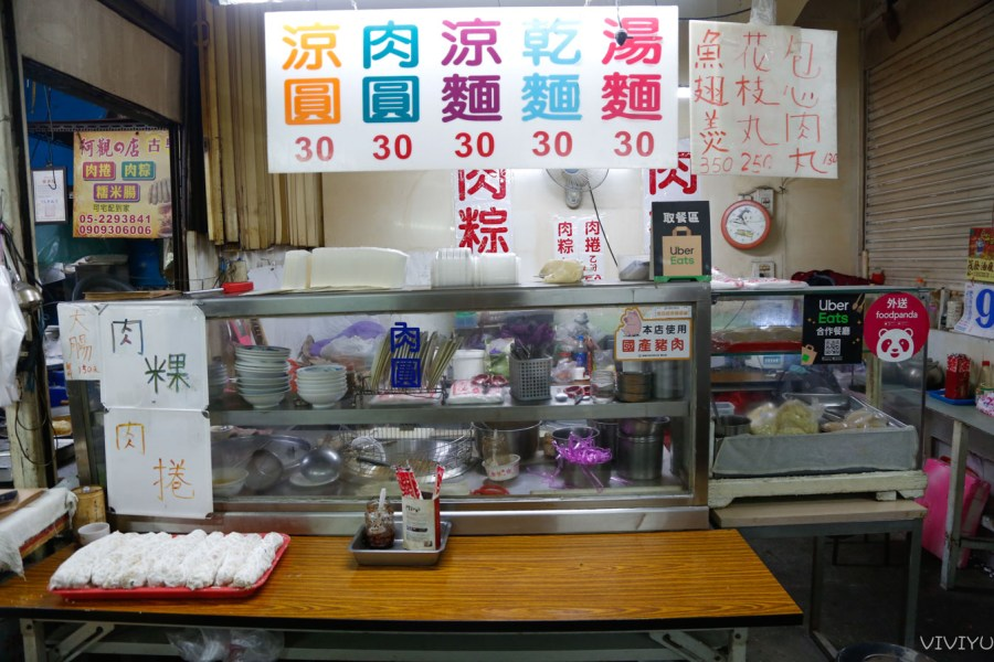 [嘉義美食]阿觀的店|東市場巡禮~超大個頭肉捲.金黃酥脆好紮實.吃完打包再外帶 @VIVIYU小世界