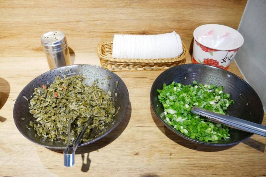 [桃園美食]功夫厚切牛肉麵.豚骨拉麵|超厚牛肉塊~必加牛油辣椒讓湯頭升級 @VIVIYU小世界