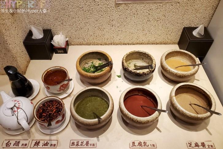 50753833872 23949381d5 c - 來自東北的正宗酸菜白肉鍋,徠圍爐獨家雙層炭火鴛鴦鍋可以同時吃到麻辣鍋美味!