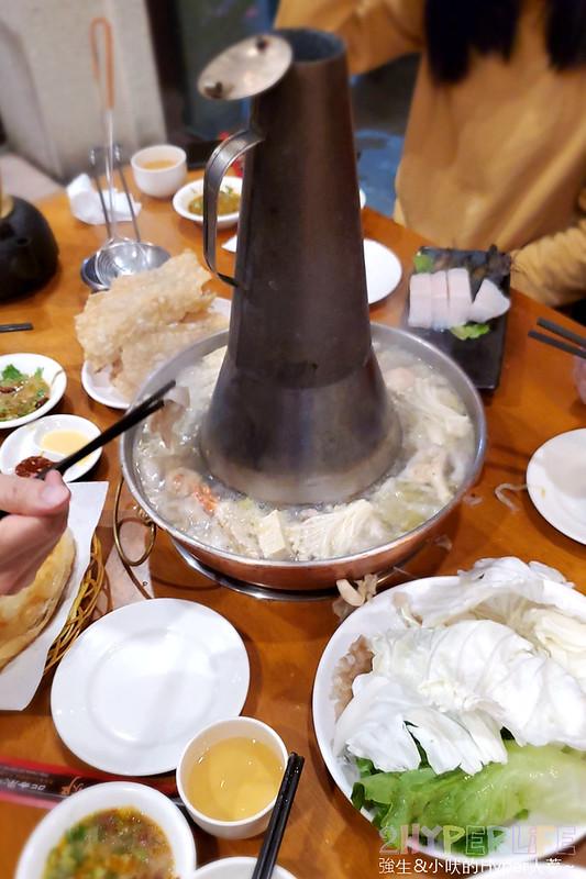 50753833987 61643cf9e0 c - 來自東北的正宗酸菜白肉鍋,徠圍爐獨家雙層炭火鴛鴦鍋可以同時吃到麻辣鍋美味!
