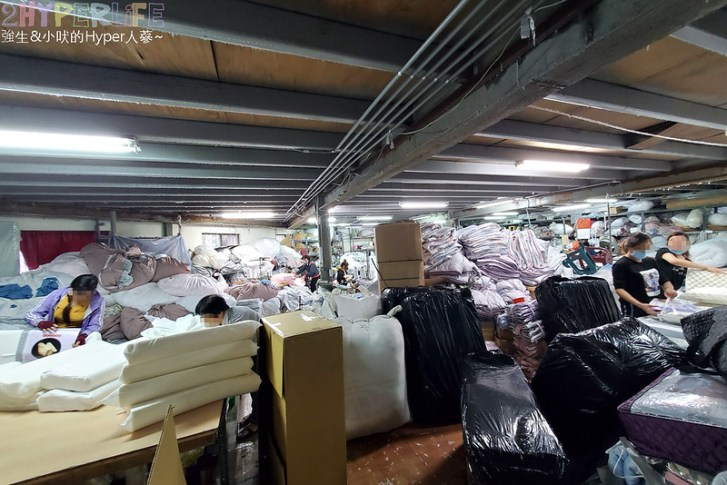 50806444582 3452d82f39 c - 熱血採訪│寒流來襲!想買暖暖的棉被嗎?千坪工廠開倉,人潮不少, 東西快堆到天花板!