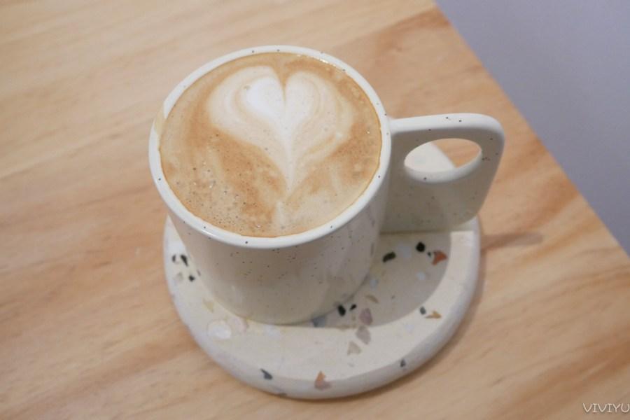 [平鎮美食]七葑|白色素雅風格造型甜點咖啡館~聯新醫院附近新開咖啡館.IG預約限定 @VIVIYU小世界