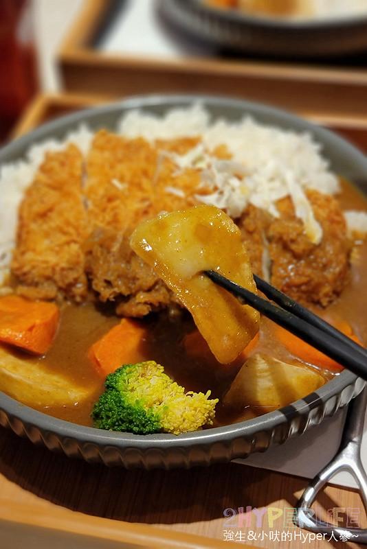 51097050823 0810c4198c c - 一中平價美食,不到200元就吃的到挖咖哩的日式厚切豬排咖哩!