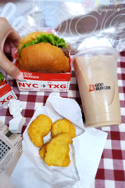51294347580 ed2cb5b04f c - 一中商圈有點潮的美式漢堡店~GOD BURGER 很堡,紅白配色外觀吸睛!