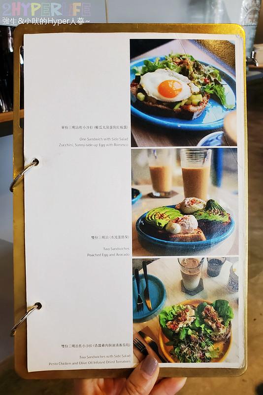 51310529101 d730953d60 c - 有著大片落地窗的地中海藍咖啡館,Pluto Espressoria的肉桂捲也不少人推薦!