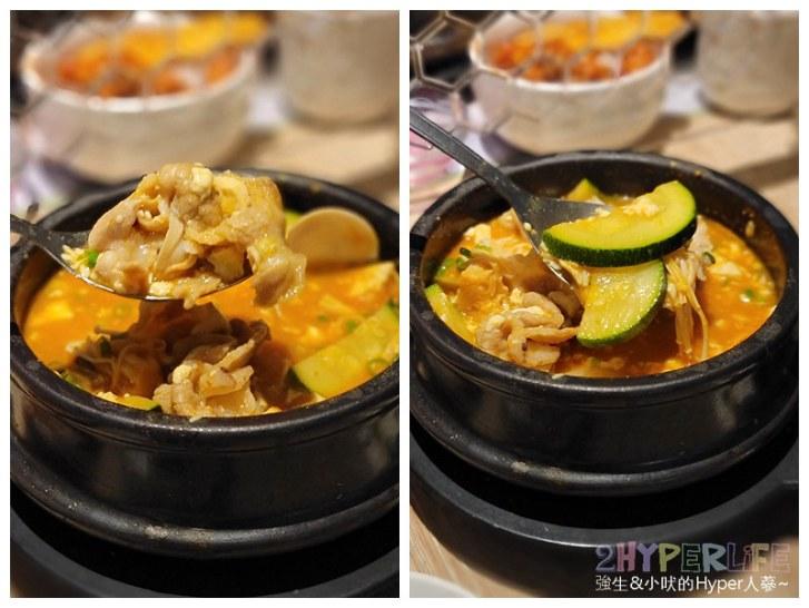 51494114667 523e8b1d06 c - 豆腐村│六種小菜無限續,再搭分享餐可以吃很飽!來大遠百逛街想覓食的韓式好選擇~