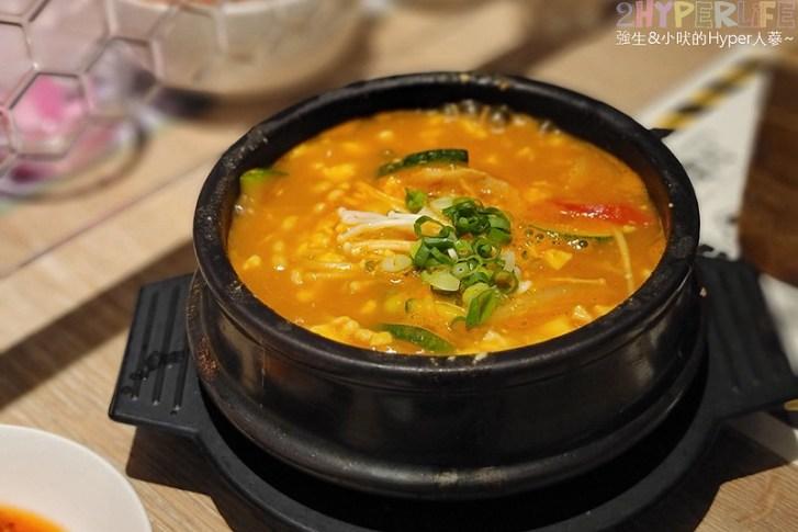 51495133998 2e597ccf8a c - 豆腐村│六種小菜無限續,再搭分享餐可以吃很飽!來大遠百逛街想覓食的韓式好選擇~
