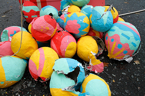 broken_pinata_closeup