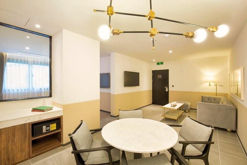 Hound Hotel Premier Nampo 4