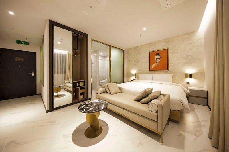 Hound Hotel Premier Nampo 2