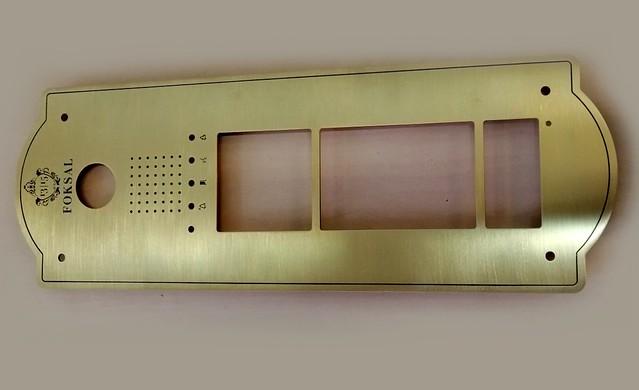 panel z mosiadzu do windy w zabytkowej kamienicy