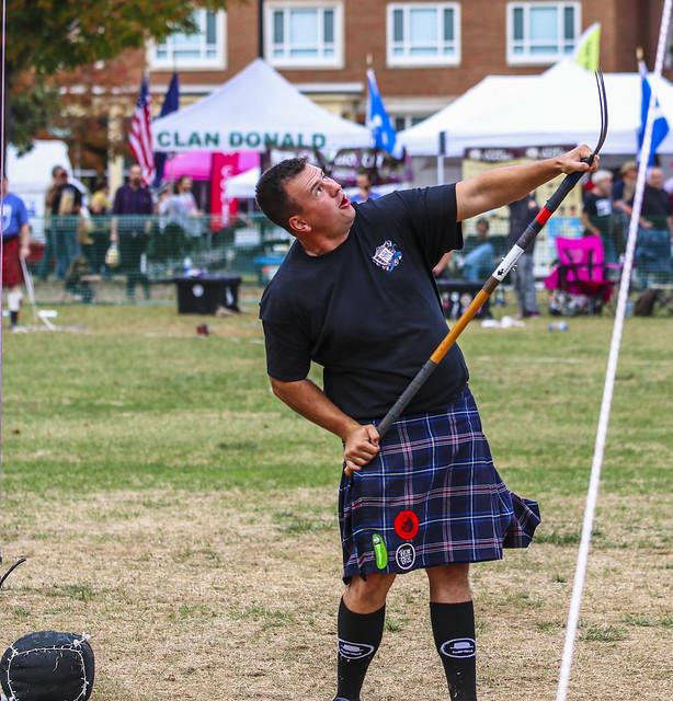 Traditional Scottish sheaf toss (2)