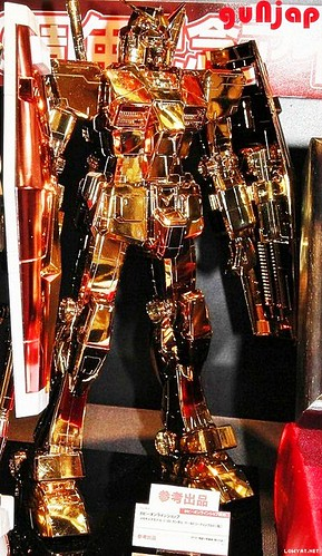 Mega Size 148 RX-78-2 Gold Coating (1)