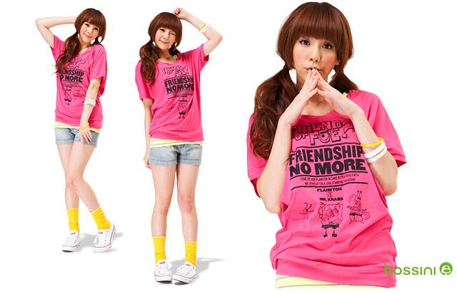 再來一張美少女示範照,桃紅色T恤亮眼又可愛!