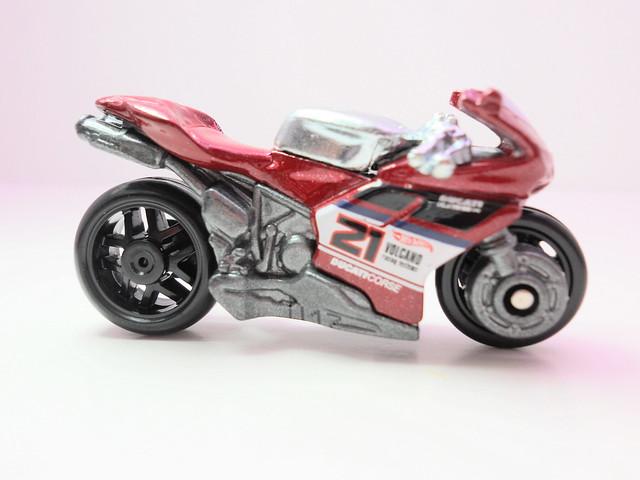 hot wheels ducati 1098R red (2)