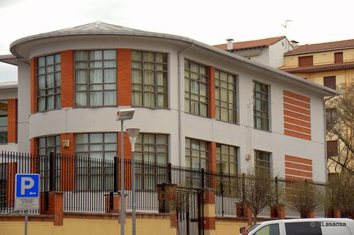 Fachada del colegio Vázquez de Mella a la Calle Olite.