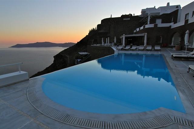 Piscine et coucher de soleil, Santorin, Grèce
