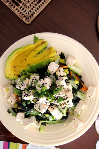 Ninja seaweed salad with avocado and tofu