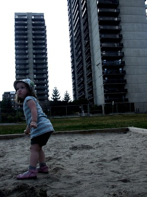 small child, tall buildings