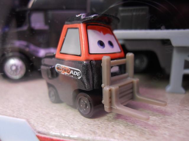 Disney CARS Nitrioade Hauler n Pitty Set (4)