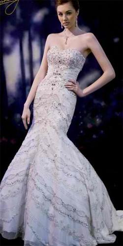 Kloe Kardashian going to Vera Wang boutique