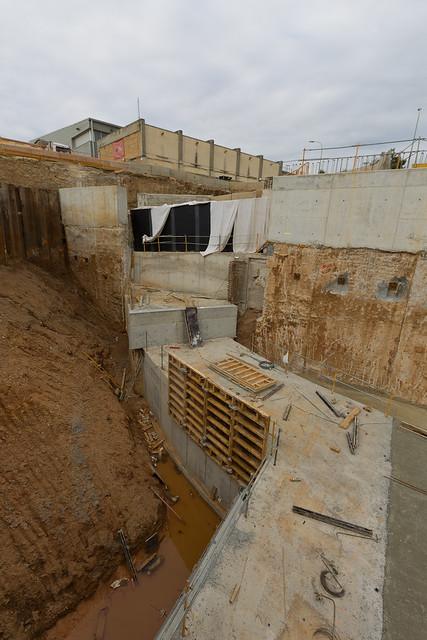 Riera d'Horta - Norte - Vista de la última fase del colector - Salto de más de 10 metros - 22-07-11