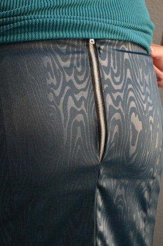 Exposed zipper