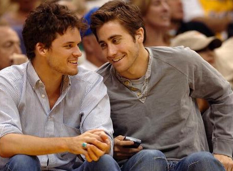 jake-gyllenhaal-and-blackberry-8700-gallery