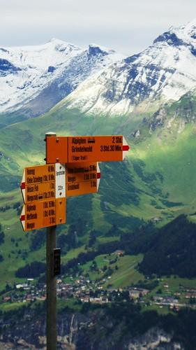 Señalización de senderos junto a la Estación de Eigergletscher