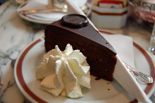 Original Sacher-Torte mit Schlag