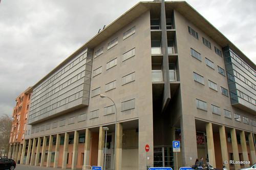 Edificios de viviendas en la confluencia de la calle Aralar con la calle Leire.