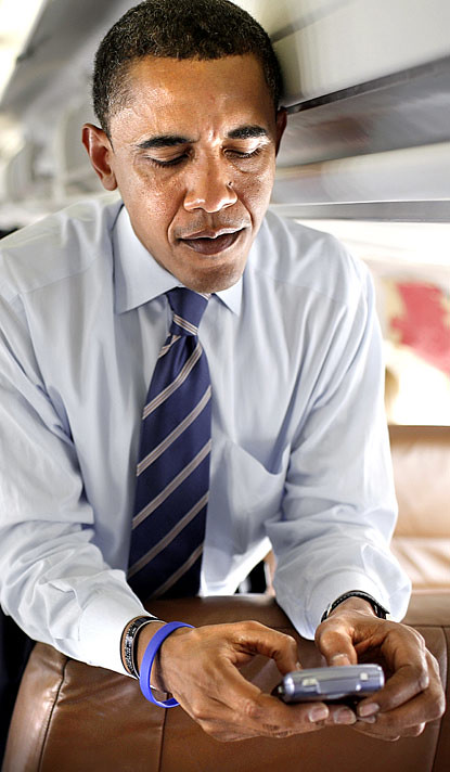 obama-blackberry-415x712
