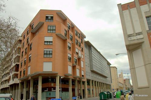 Edificios de viviendas en la confluencia de la calle Aralar con la calle Arrieta.