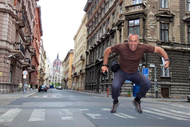 Marc saute sur Akadémia utca, Budapest, Hongrie