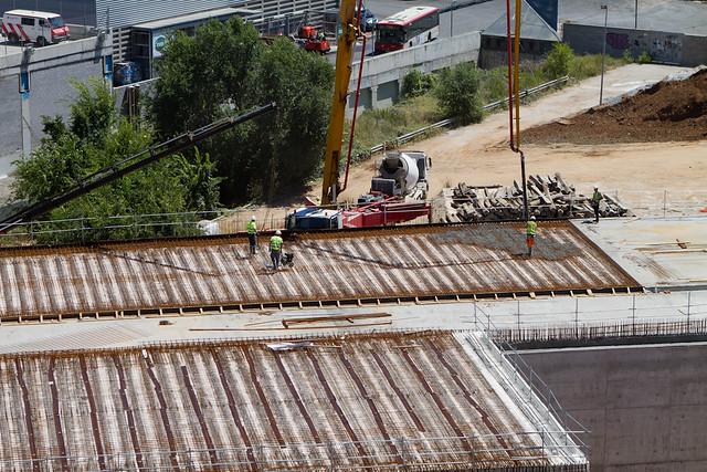Hormigonando losa del vial segregado de vehículos del lado mar - 20-07-11