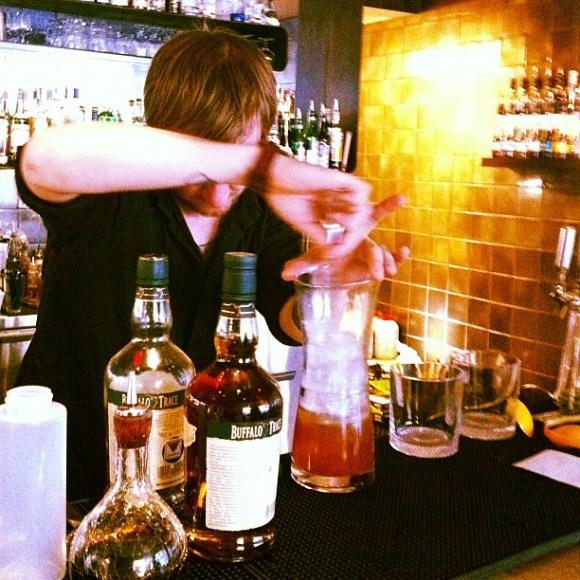 @jnystromdesign har beställt bartender-resurs-slukaren Old fashioned kl 15.45