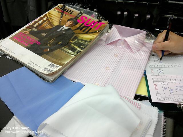 正在挑選布料中,挑襯衫的布料跟款式。